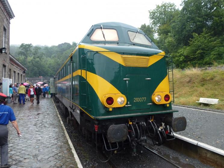 Locomotive 210077 - Spontin 15/08/2015