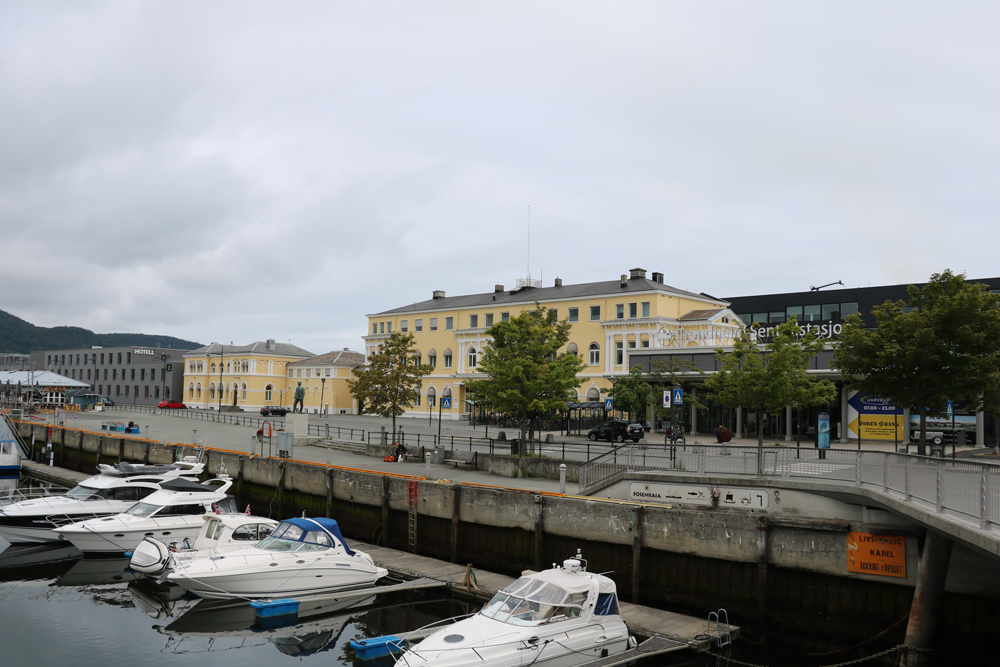 Ancienne et nouvelle gare de Trondheim